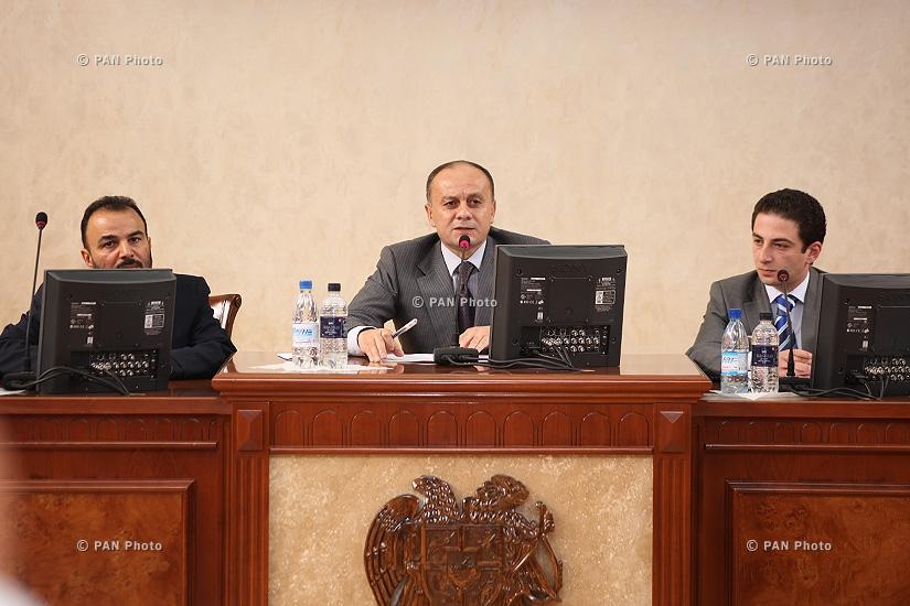 Министр обороны Армении Сейран Оганян провел совещание в административном комплексе Министерства