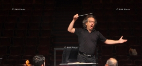 Concert rehearsal of conductor and violinist George Pehlivanian