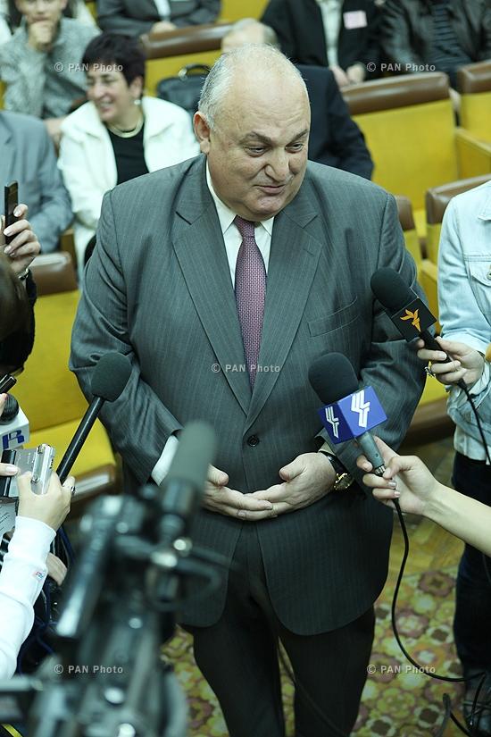 ԵՊՀ ռեկտոր Արամ Սիմոնյանի հանդիպումը լրագրողների հետ ԵՊՀ-ի 90-ամյակի ժամանակ