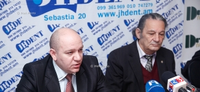 Press conference of sociologist Aharon Adibekyan and economist Vilen Khachatryan