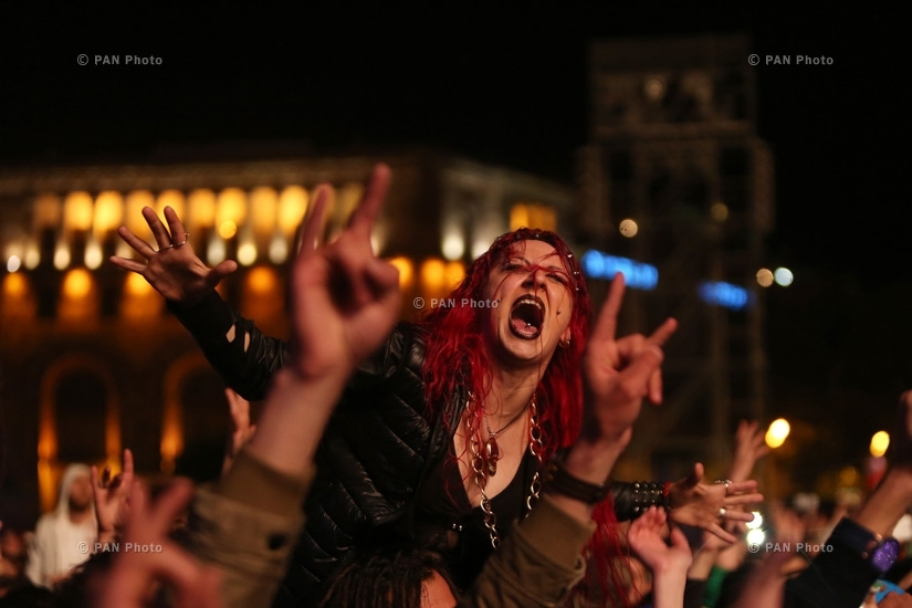 A fan during SOAD's Wake up the Souls concert in Yerevan
