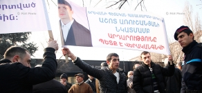 Hunger strike of Ashot Arushanyan's family and protest of Nairit plant employees in front of Presidential house
