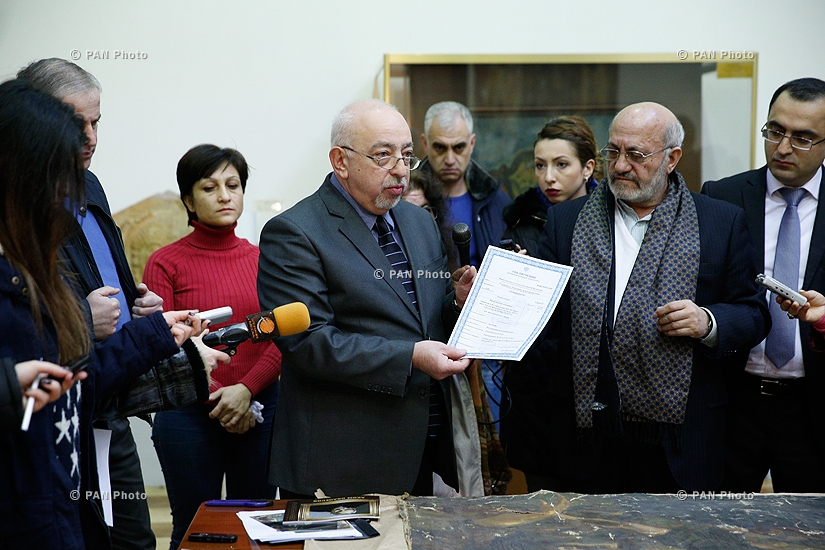 "Armenian-born artist Akim Avanesov's ""From century to century"" painting handed over to National Gallery for restoration"