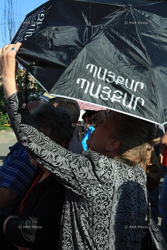 ՀԱԿ-ի ընդդիմության ցույցը Մատենադարանի դիմաց