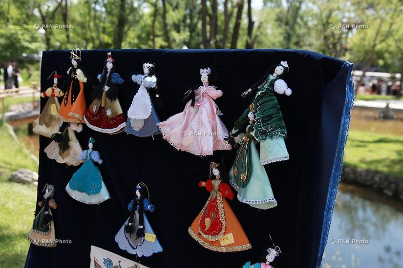 «Իմ տունը Հայաստանն է» բարեգործական ցուցահանդես-վաճառքի բացումը Սիրահարների այգում