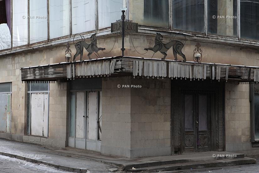 Здание кукольного театра, построенного в 1935 году. В настоящее время не работает, но планируется его перестроить в 2015 году