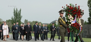 President of Croatia Stjepan Mesić visits Tsitsernakaberd Memorial and Armenian Genocide Museum-Institute