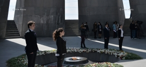 Armenian school students start keeping guard at Genocide Memorial