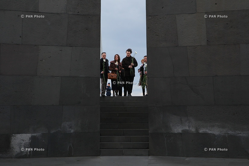 Classical pianist Evgeny Kissin visits Tsitsernakaberd Memorial and Armenian Genocide Museum-Institute
