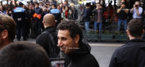 Fans meet with System of A Down rock band