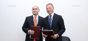 Armenian and Russian Ministers of Education and Science Armen Ashotyan and Dmitry Livanov sign an agreement on conditions for the activities of the Armenian-Russian (Slavonic) University