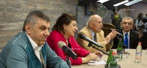 Meeting 'Without Ties' : Ara Abrahamyan, Hranush Hakobyan, Aram Satyan, Azat Yeghiazaryan