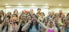Доктор, клоун Пэтч Адамс посетил Американский университет Армении
