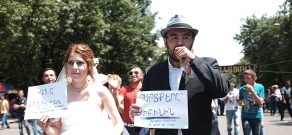 Armenian wedding during the protest against electricity price rise on Baghramyan ave