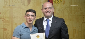RA Minister of Education and Science Armen Ashotyan hands awards to the winners of 'World Universiade' and other student-athletes