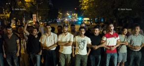 Police clear Yerevan's Baghramyan avenue of protesters