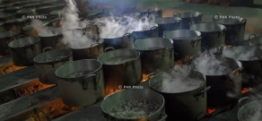 100 pots of harissa cooks to mark the 100th anniversary of 40 days of Musaler