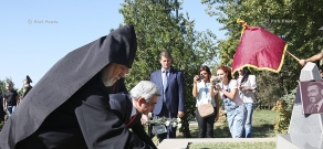 Armenian, Artsakh high-ranking officials visit Yerablur Pantheon to celebrate 24th anniversary of Armenia's Independence