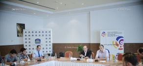 Discussion with the participation of members of the initiative