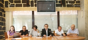 Press conference of Pre-Parliament members
