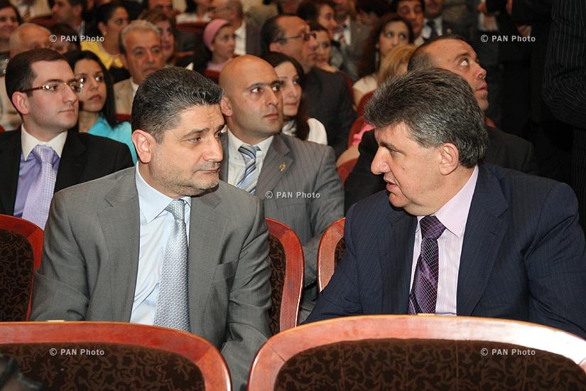 Տիգրան Սարգսյան, Արա Աբրահամյան