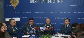 Deputy chief of Armenian Police, Major General Hunan Poghosyan meets  meets media representatives