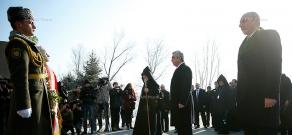 Բանակի օրվա առթիվ ՀՀ և Արցախի ղեկավարությունը այցելեցին Եռաբլուր համալիր