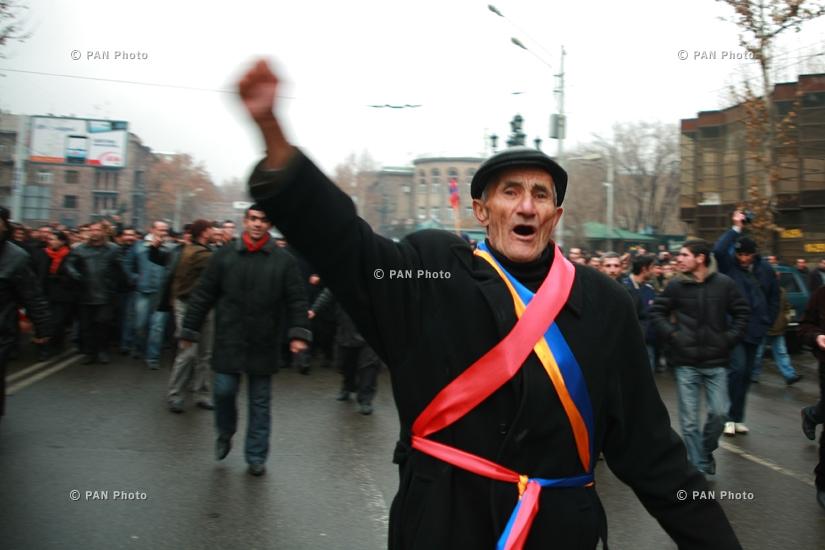 Длящийся несколько дней митинг АНК и разгон демонстрантов при помощи применения силы в Ереване