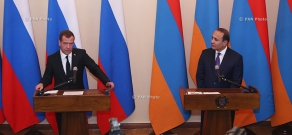 Joint press conference of Armenia's Prime Minister Hovik Abrahamyan and Russia's Prime Minsiter DMitry Medvedev