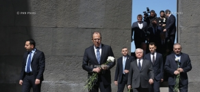 Russian Foreign Minister Sergey Lavrov visits Tsitsernakaberd Memorial and Armenian Genocide Museum-Institute