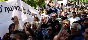 Representatives of Yazidi community of Armenia hold a protest action in front of the presidential residence