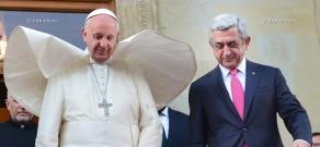 Президент Армении Серж Саргсян принял Папы Римского Франциска