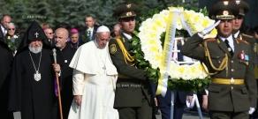 Папа Римский Франциск посетил Мемориальный комплекс «Цицернакаберд»