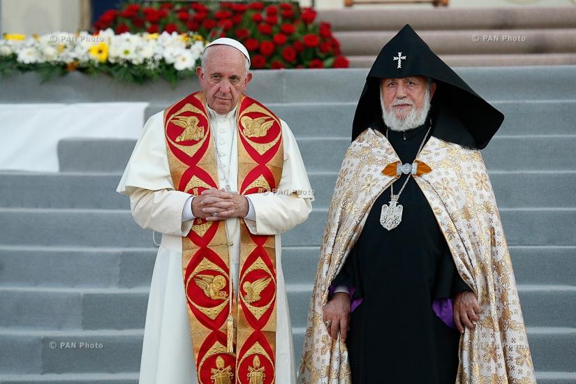 Католикос всех армян в Рождество помолился о мире и солидарности