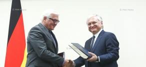 Armenian Foreign Minister Edward Nalbandian and OSCE Chairman-in-Office, German Foreign Minister Frank-Walter Steinmeier sign an agreement