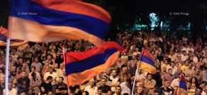 Protest action near Erebuni police HQ in Yerevan in support of armed group holding the department: Day 8