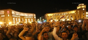 Protest march towards Republic Square from Erebuni police HQ in Yerevan in support of armed group holding the department: Day 9