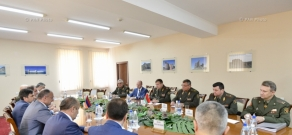 Extended meeting between Belarusian delegation and leadership of Defense Ministry of Armenia