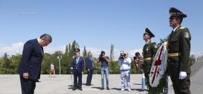 Georgia's Prime Minister Giorgi Kvirikashvili visits Tsitsernakaberd Memorial and Armenian Genocide Museum-Institute