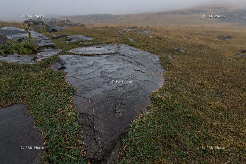 Հայկական բնապատկերներ. Ուխտասար, մ.թ.ա. VII - մ.թ.ա. II հազարամյակների ժայռապատկերներ