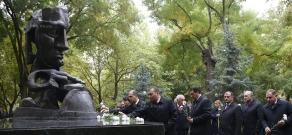 Депутаты НС РА воздали дань памяти жертвам теракта 27 октября 1999 года